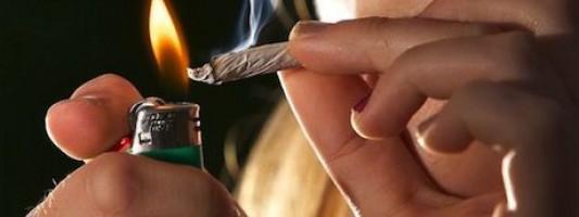 Los adolescentes que fuman cannabis pueden dañar su cerebro